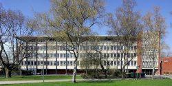 800px-Gymnasium_Kreuzgasse_-_Gesamtansicht_(6935-37)