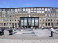 800px-Universitaet_zu_Koeln-Eingang_Hauptgebaeude